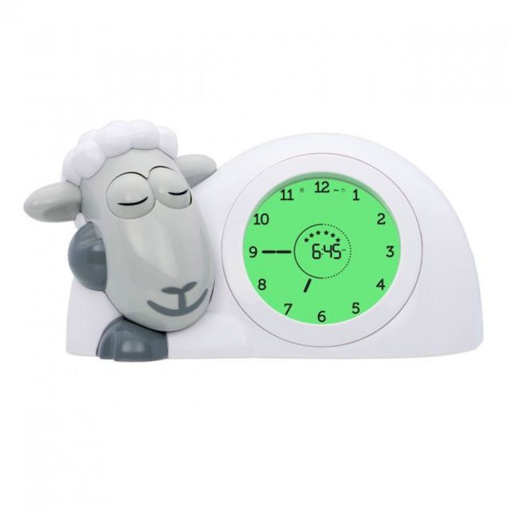 De Zazu slaaptrainer is een kinderwekker, slaaptrainer en nachtlampje in de vorm van een schaap. Ideaal om je kind te leren niet voor dag en dauw op te staan. Het schaapje opent en sluit zijn ogen om te laten zien wanneer het tijd is om te slapen en op te staan. Leuk voor je kind en leuk voor jou: minder gebroken nachten en de mogelijkheid iets langer te door te slapen in de ochtend. Over de SchaapwekkerDe wijzerplaat heeft drie kleuren:   Slaap lekkerIs de display donkerblauw? Tijd om te…