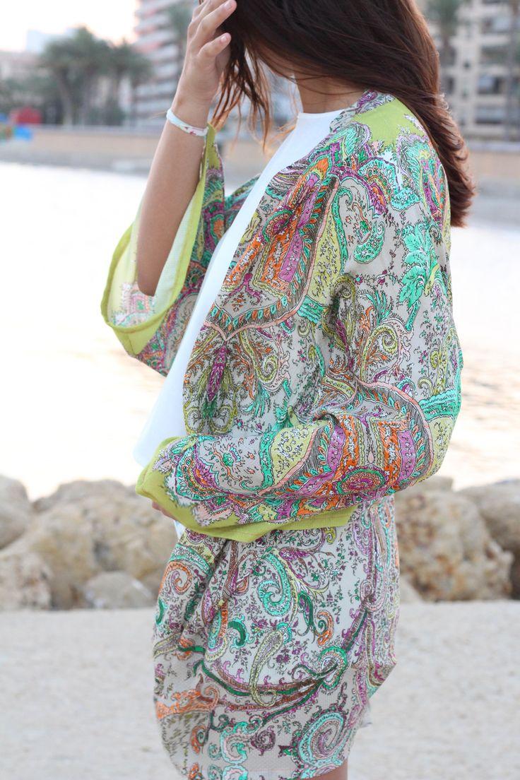 Este precioso kimono de estilo bohemio y detalles indios es la prenda perfecta para este verano! De tejido de cachemir fino y fresco, este kimono lleno de color y energía resalta la figura. #kimono #etsy #kimonos #cardigan #etsyshop #coverup #palmertree #palmeras #boho #bohemian #bohochic #outfit #look #ootd #azul #blue #fashion #moda #kimonocardigan #tul #raso #autumncardigan #kimonootoño