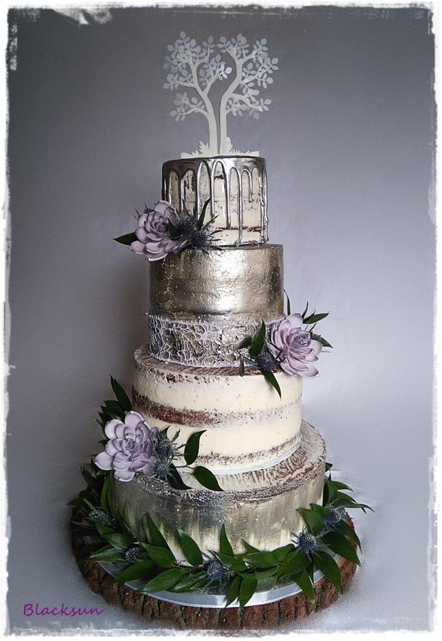 Cream and metallic wedding cake by Blacksun - http://cakesdecor.com/cakes/302228-cream-and-metallic-wedding-cake #weddingcakes