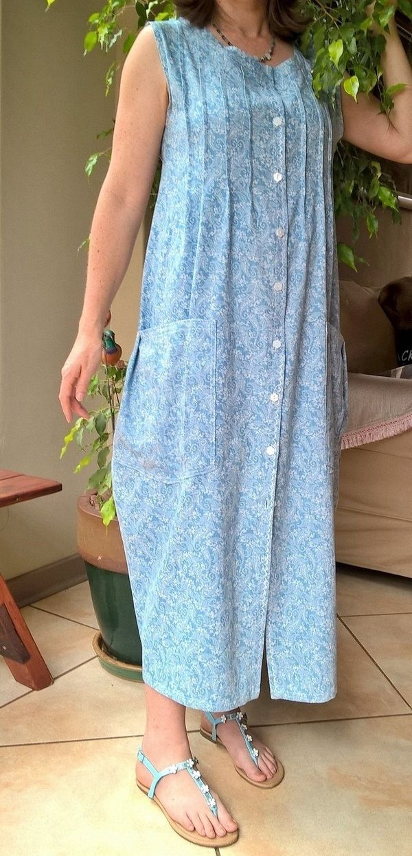 Housedress with large pockets and pintuck detail