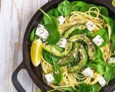 Salade de spaghettis citronnés aux épinards frais, avocat et féta : http://www.fourchette-et-bikini.fr/recettes/recettes-minceur/salade-de-spaghettis-citronnes-aux-epinards-frais-avocat-et-feta.html