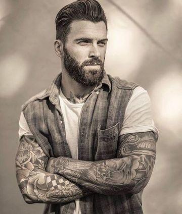 e39d6218b500 Look y estilo de vida de hombres con barba y tatuajes
