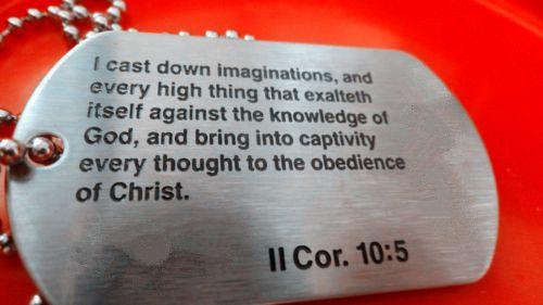 Оптовая II Коринфянам 10:5 библии Dog Tag горячие продажи Резьба слова библии dog tags дешевые пользовательские теги собаки металла тег
