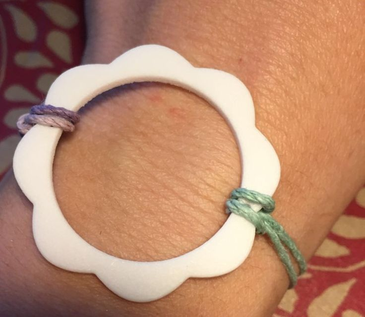 Flower Power Collection II Essential flower silhouette adornment for your wrist or your neck in #white #strong and #flexible #plastic. An #italian #design #jewellery #jewelry #design #ootd #adornment #inspiration #summer #design #gioielli #jewels #joyas #pendant #bracelet