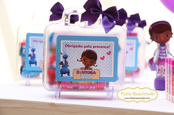 Fizemos alguns itens para enfeitar o aniversário da Alice, que teve como tema a Doutora Brinquedos.   É um tema fofo e as meninas adoram se...