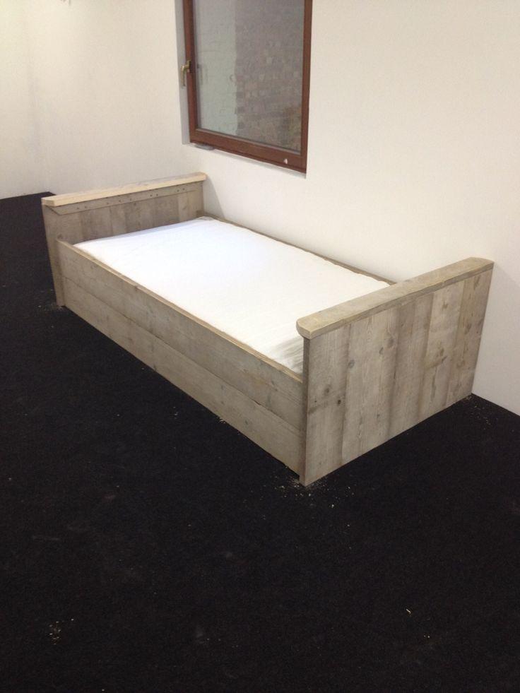 Steigerhout bed. Eenpersoonsbed
