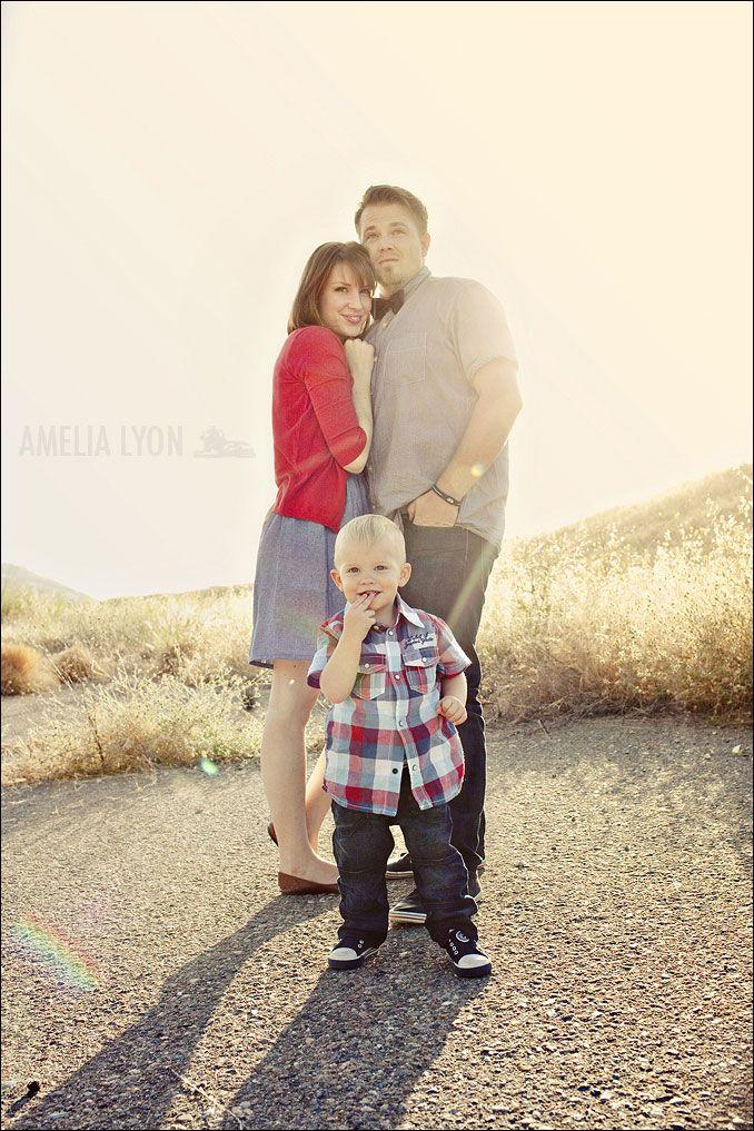 family of 3 pose    I just LOVE Amelia Lyon :)