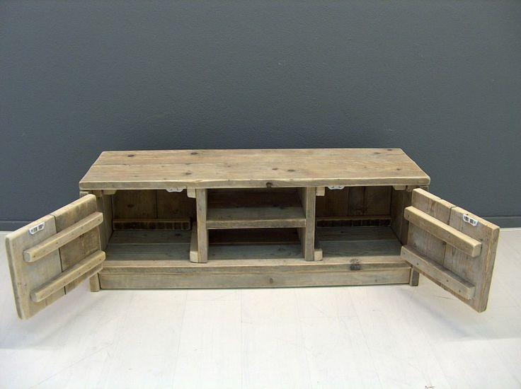 Tv meubel van steigerhout met 2 deurtjes en schapjes for Steigerhout tv meubel maken