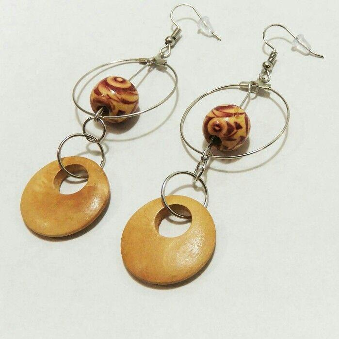 Voici ce que je viens d'ajouter dans ma boutique #etsy: Boucles d'oreilles en bois Oreilles cercles Oreilles rond oreilles métal oreilles Boho oreilles femme Oreilles hippie Oreilles bohémiennes #bijoux #bouclesdoreilles #beige #boheme #filles #lestresorsstephanie #boho http://etsy.me/2AXPCAl