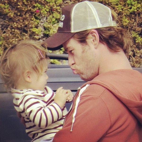 And Chris Hemsworth pulling a duck face for baby India. | 17 Hot Celebrity Dads And Their Babies To Brighten Up Your Day