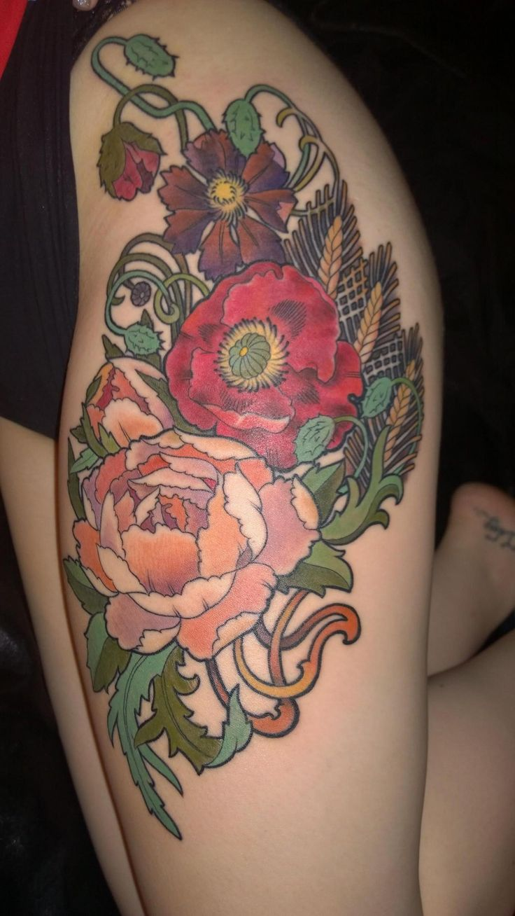 My newest artwork! Mucha inspired flowers on my thigh. Done by Bill Barrett of Bonehead Tattoo in Ft Worth, Texas (X-Post from /r/pics) - Im...