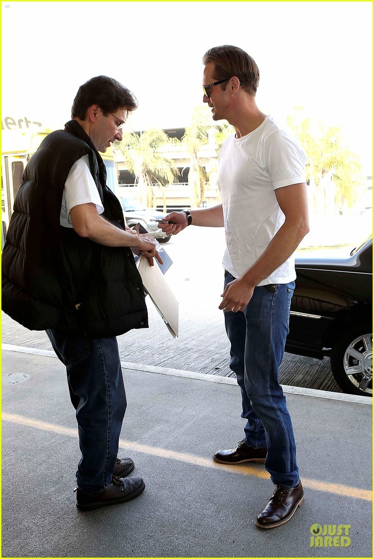 Alexander Skarsgård keeps it cool while arriving at LAX Airport for a departing flight on Friday (March 15) in Los Angeles. Going to SXSW 2013  http://www.justjared.com/tags/alexander-skarsgard/