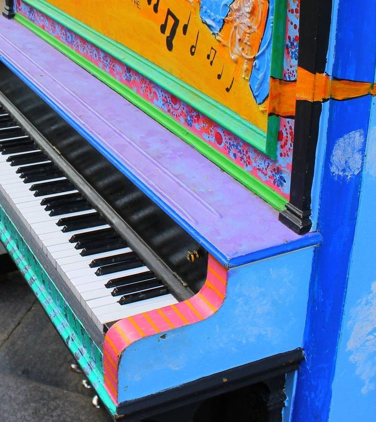 We love this street piano we came across in Denver. From the Chinese concert pianist to the little kid whaling on the keys to the homeless man belting out the blues. In the half hour we stood there we were reminded how important music is. Read more on our blog link in bio.