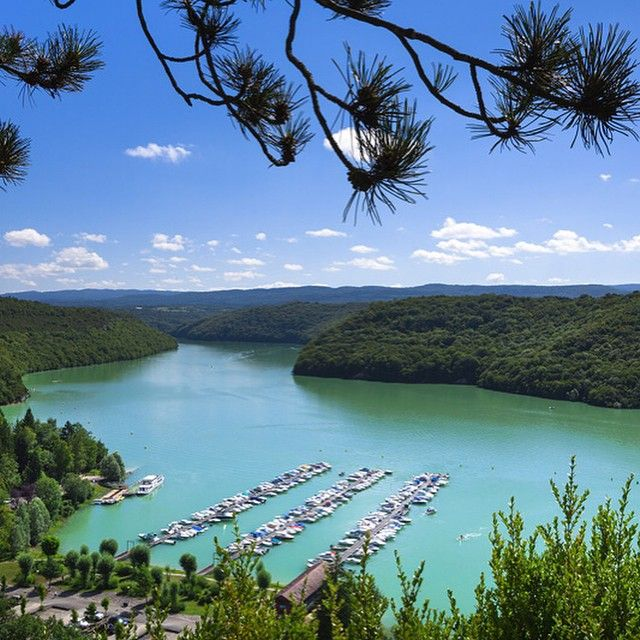 Le port de la Mercantine sur le lac de Vouglans | Jura - France | crédit photo Stéphane Godin/Jura Tourisme | #JuraTourisme #Jura