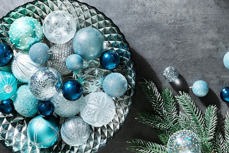Have yourself a very sparkling Christmas #shimmer #blues #bedbathntable