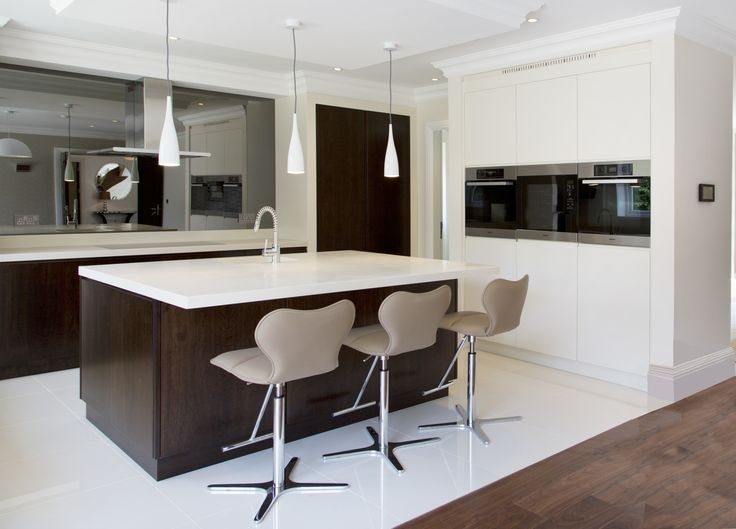 Hunter & Belle Interiors, Alderley Edge. Clean lines modern kitchen.