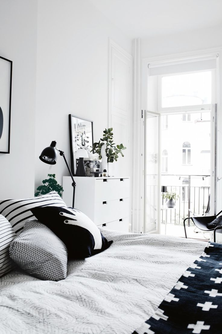 A Stockholm apartment is transformed into a modern family home. Photography by Pia Ulin. Styling by Lotta Agaton. From the October 2017 issue of Inside Out Magazine. Available from newsagents, Zinio, https://au.zinio.com/magazine/Inside-Out-/pr-500646627/cat-cat1680012#/  and Nook.