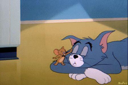 Jerry tranquilizando a Tom - Tom Sshh! duerme relájate.