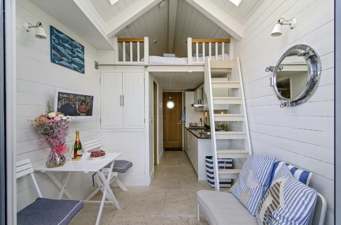 Luxury beach hut living!