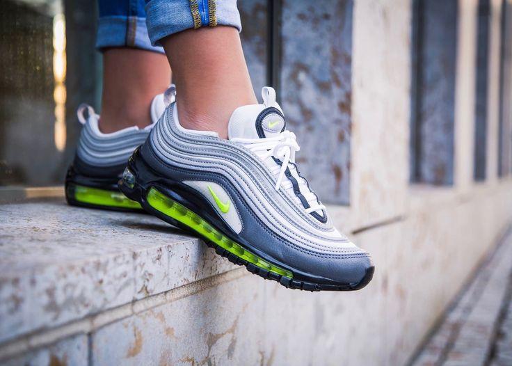 green nike shoes 10cc rubber 950665