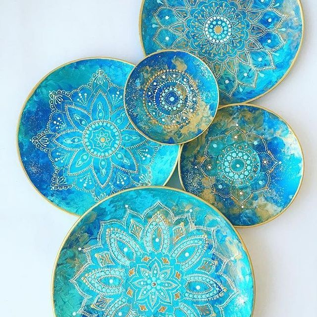 Love the colours of these plates. Want them now…