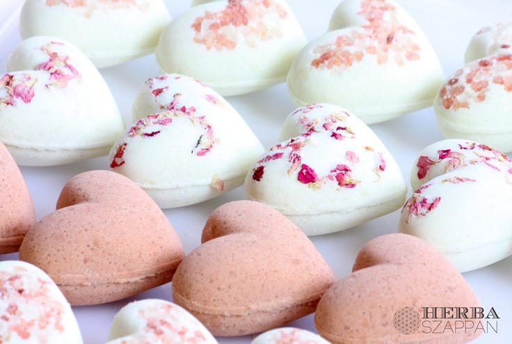 Heart shaped bath bomb/fizzy with rose petal/himalaya salt/rose clay