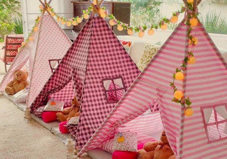 Feita na sala de casa, a festa do pijama reúne um grupo de amigos íntimos em uma comemoração encantadora