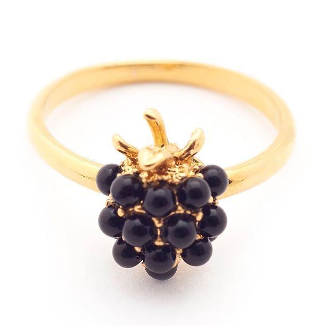 🌿:: The Blackberry Ring || Was £40 - Now £15 :: 🌿 . . . #BillSkinner #blackberry #blackberryjewellery #berryjewellery #handcrafted #jet #design #jewellerylovers #fashion #fruitjewellery