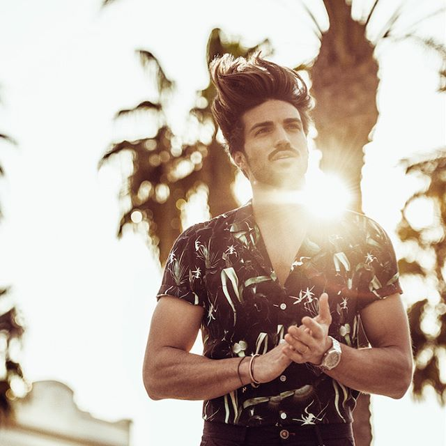 Marianodivaio Limited Edition Haircare Collection For Hairbello S Mustang Pomade And Thunder Spray For This Natural Fi Photography Poses Hair Stylist Hair