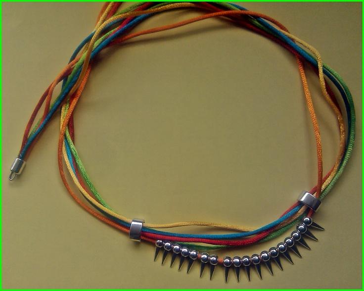 DIY Collar hecho a mano con hilo de cola de raton y abalorios