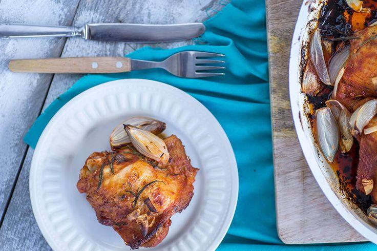 Kip boordevol smaak met een krokant korstje. Was je toevallig nog op zoek naar een overheerlijk recept met kip? Zoek niet verder! Deze kip is echt botermals en zit boordevol …