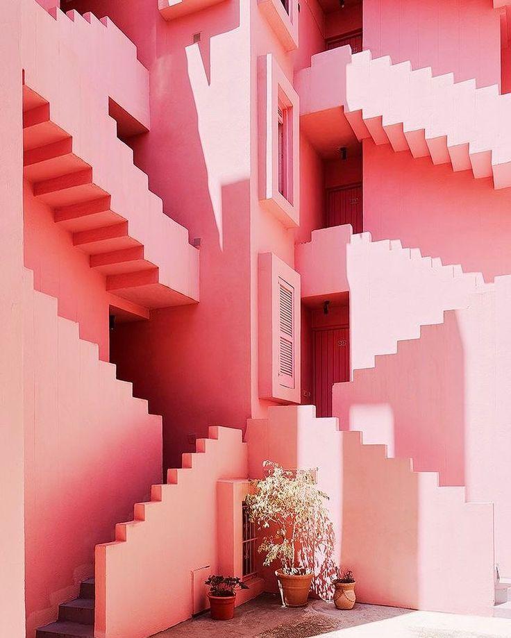 la muralla roja ricardo bofill architects 1973 pink apartment building of my dreams - Fantastisch Einrichtungsstile 2015