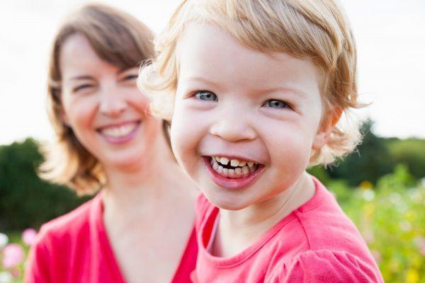 I bambini per crescere bene devono sentirsi amati e rispettati. Sherrie Campbell, psicologa e blogger dell'Huffington Post, ha stilato 7 frasi che i bambini devono sentirsi dire spesso dai genitori. Perché sono l' amore e l' educazione dei genitori a formare l'idea sana che i bambini avranno di se stessi.
