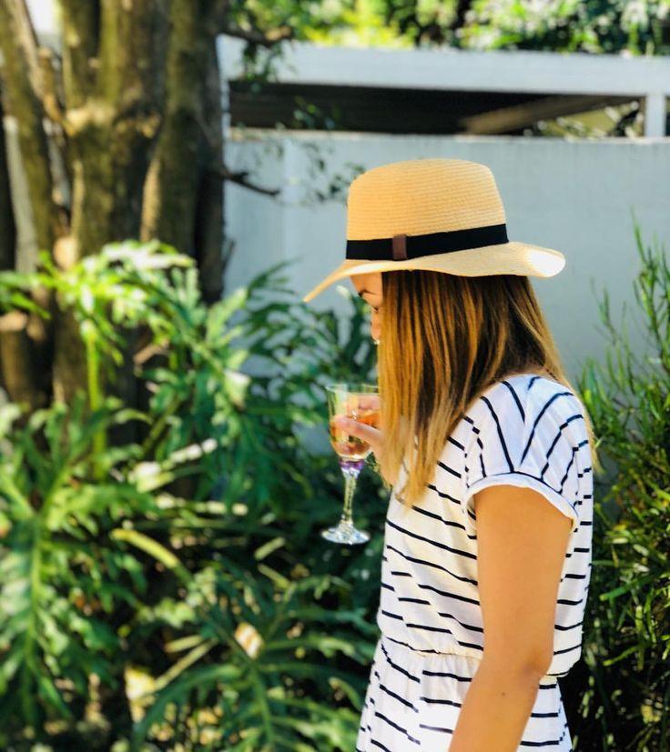 "69 Likes, 4 Comments - Working Mom |Career Blog (@mydailycake_) on Instagram: ""Hello weekend 🍷 👩👧👧 🎒 🍭 . #friyay #fridaymorning"""