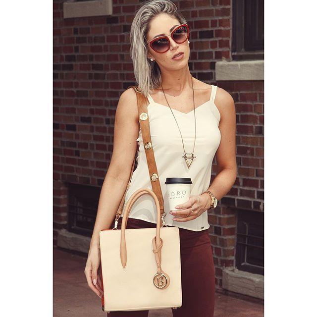Mais detalhes desta bolsa e óculos lindos da @biroshop!  @viajecom…
