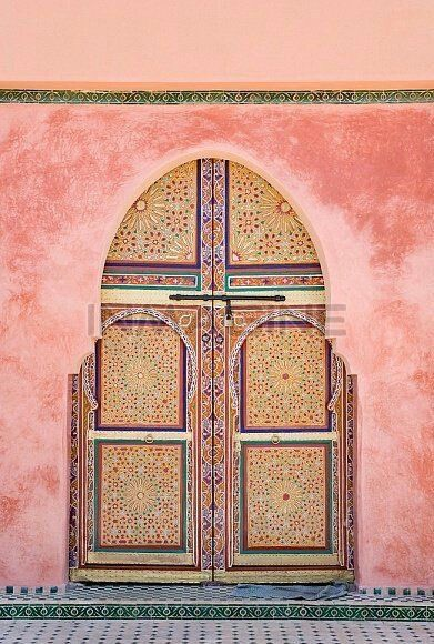 Gorgeous pink doorway in India, a peek into the inspiration behind the Cushnie et Ochs PreFall 2016 Collection