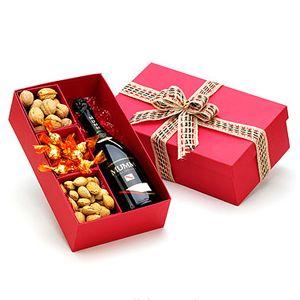 Caixa para presente com Espumante Cuvée Spéciale Mumm 750ml, 15 bombons de chocolate, 200g de amêndoas com casca e 200g de nozes com casca.