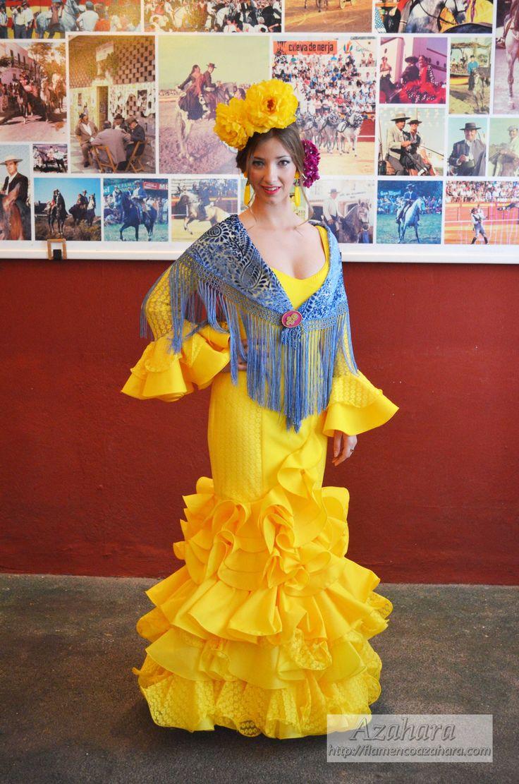 Traje de flamenca de la temporada 2016. #trajesdeflamenca #trajesdegitana #complementosdeflamenca #amarillo #volantes
