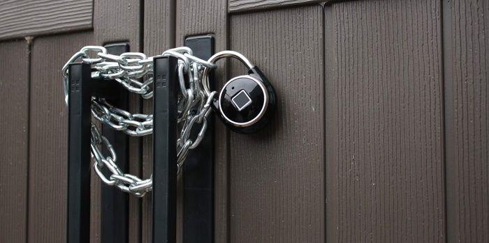 TappLock isimli parmak izi okuyabilen kilit kullanıcılarına son derece yüksek güvenlik imkanları sağlayacak. TappLock dünyadaki ilk parmak izi okuyuculu kilit! Öncelikle TappLock'un bir asma kilit şeklinde olduğunu belirtelim. Ancak bildiğimiz asma kilitler genellikle şifre kombinasyonuna ya da anahtar deliğine sahip. Bu durumlarda da anahtarın yük olması ve şifrenin unutulması gibi durumlar ortaya çıkabiliyor. İşte bu …