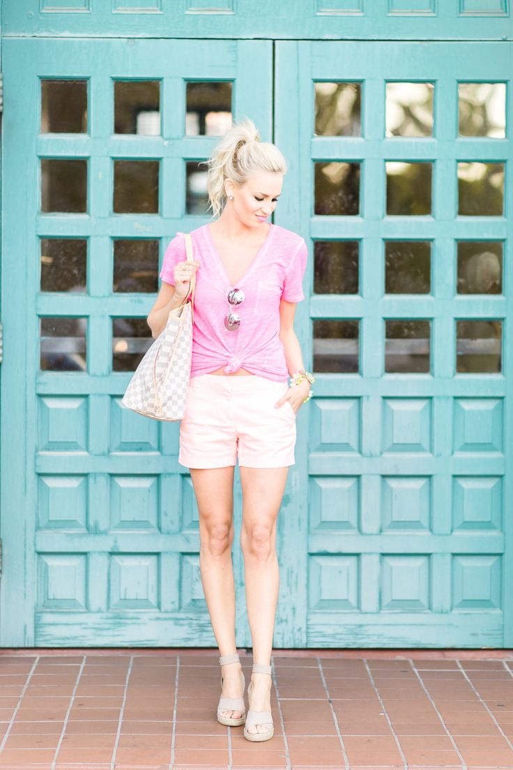 Simple: pink t-shirt, white/light shorts, wedge sandals, a beach tote, and some shades. Throw that hair up in a ponytail and hit the beach!