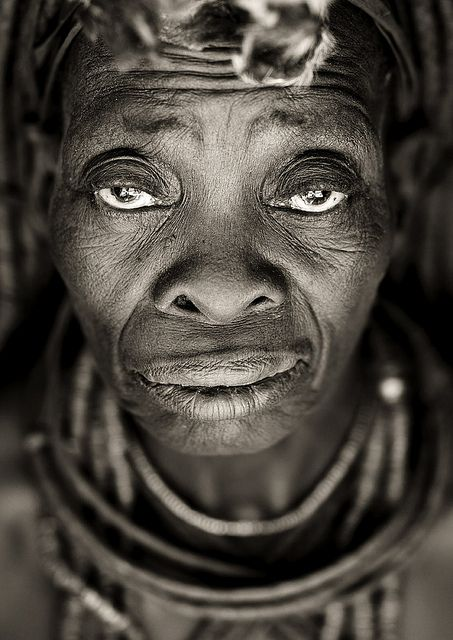 Old Himba woman face - Angola by Eric Lafforgue, old face, powerful face, intense eyes, wrinckles, lines of life, hurt, pain, portrait, photo b/w.