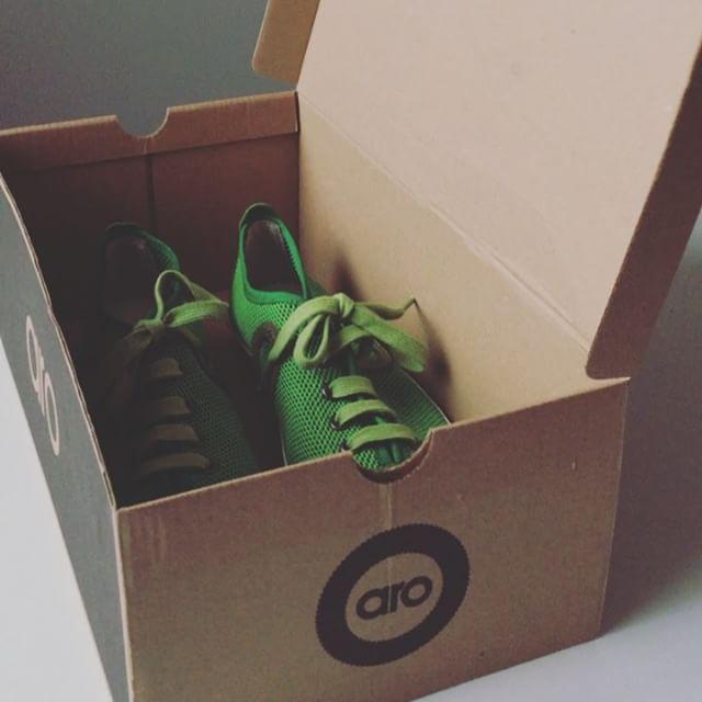 WEBSTA @ arobarcelona - ✨Ese momento mágico en el que estrenas sneakers nuevas 😁✨ #arobarcelona #wearesingulars