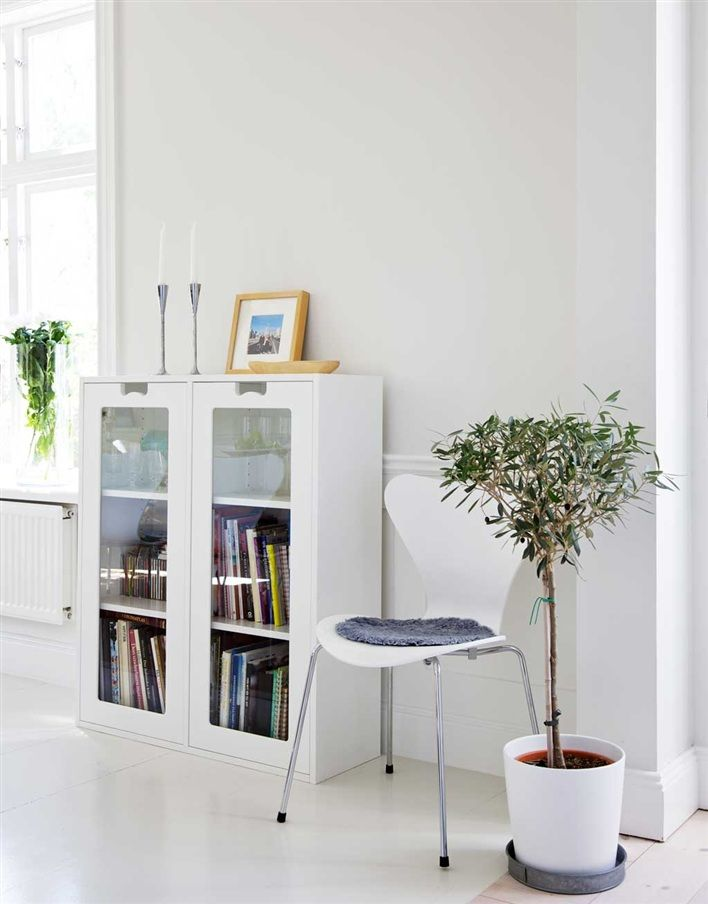 Snow cabinet by Jonas Bohlin & Thomas Sandell from Asplund and Series 7 chair by Arne Jacobsen from Fritz Hansen