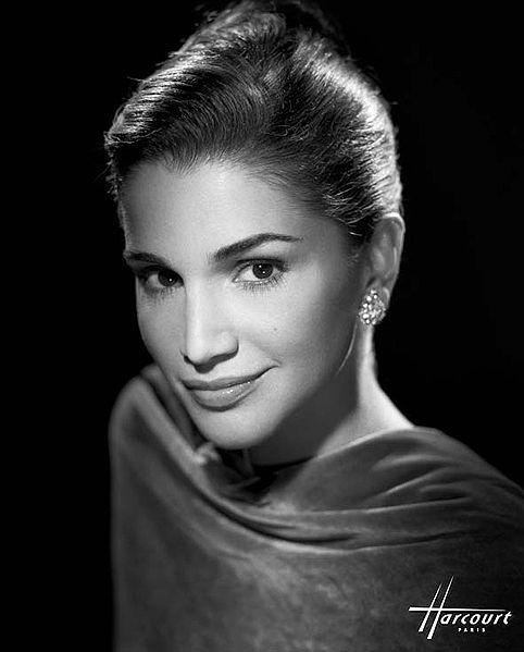L'élégance - Rania de Jordanie by Studio Harcourt  #MicraAttitutde #France