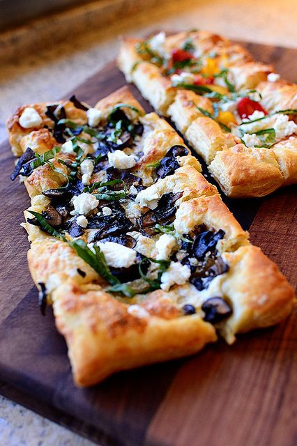 Puffed Pastry Pizza 9-3-16 Yum!!! Don't bother with the tomatoe one,  double the mushrooms instead!!