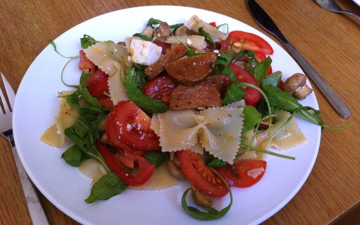 Pasta med chorizo, ruccola och färska tomater