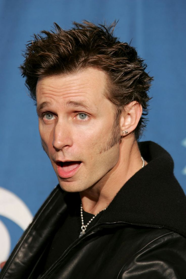 Mike Dirnt is so beautiful.;)