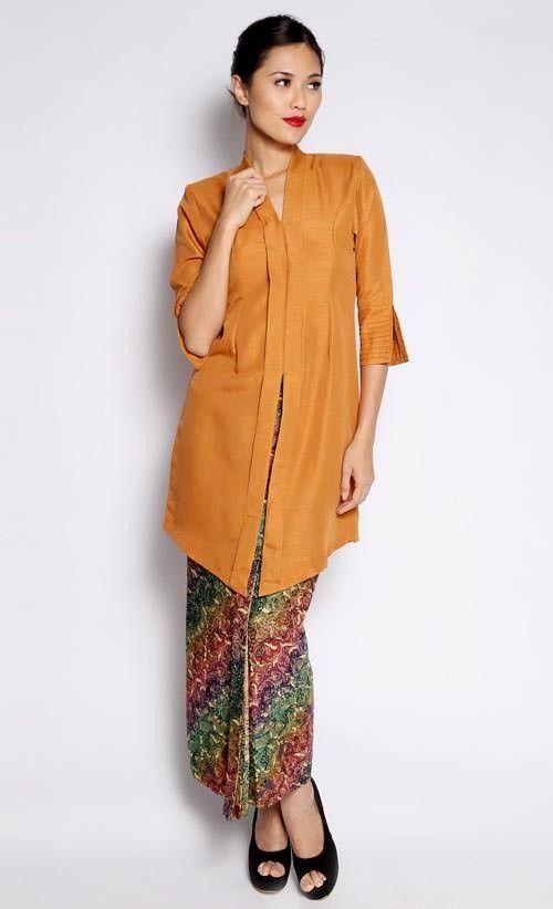 Kebaya Tok Batik Kipas in Brown