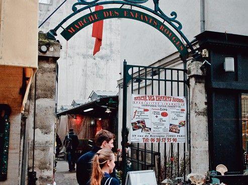 L'entrée principale du marché des Enfants Rouges, rue de Bretagne Paris 3eme.