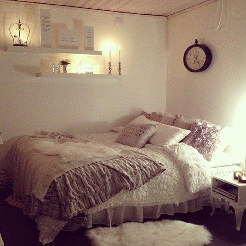 neutral soothing dorm room bedding and decor ~ we ❤ this! moncheriprom.com